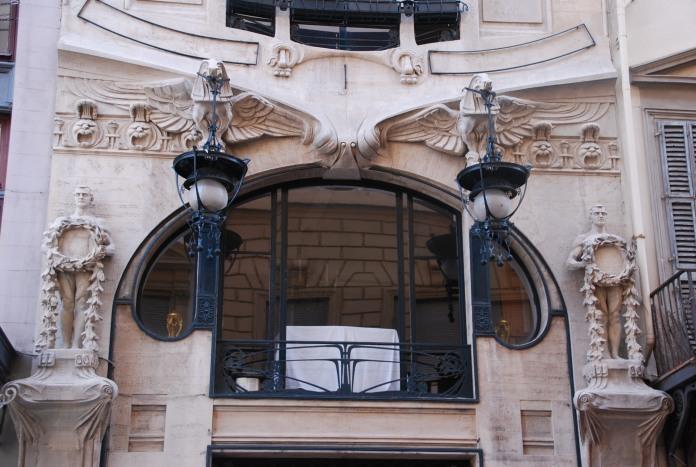 Façade de maison Art Nouveau dans le centre historique de Florence.