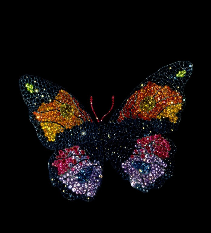 Broche papillon en saphirs, opales de feu, améthystes, grenats, diamants, argent et or (1994). Collection privée. Photo Katharina Faeber, courtesy of JAR, Metropolitan Museum of Art.