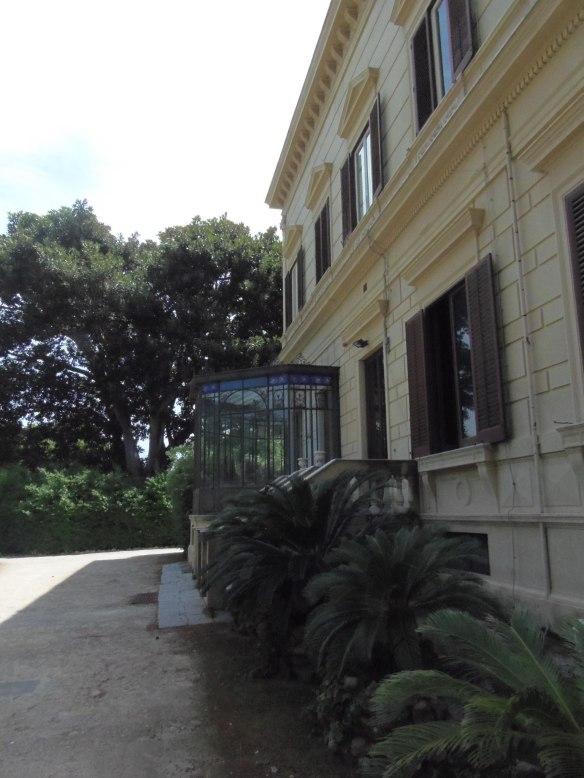 La véranda de la Villa Malfitano s'ouvre sur le parc.