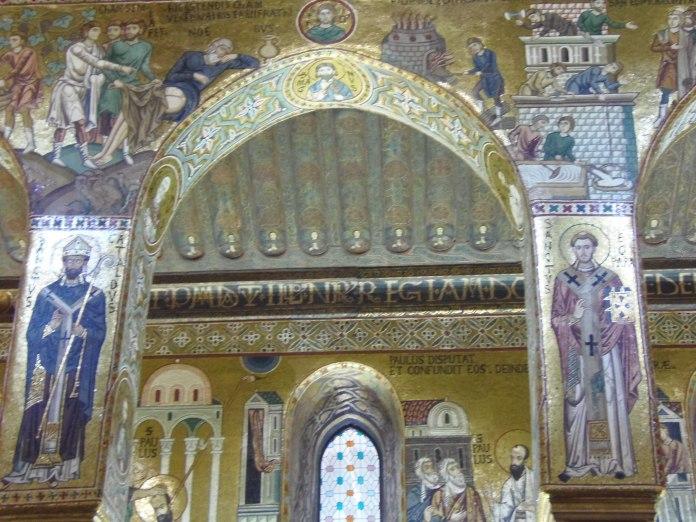 La chapelle du Palais des Normands est entièrement recouverte de mosaïques.