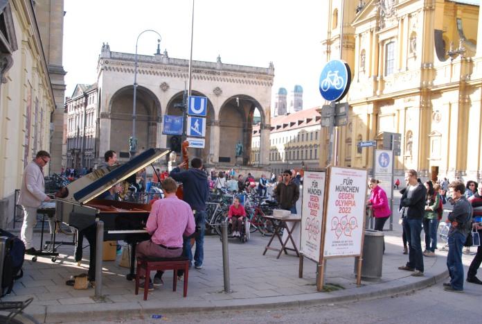 Concert un dimanche matin sur Odeonplatz.