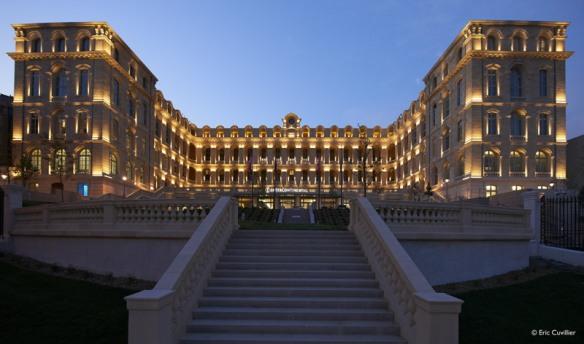 Un superbe bâtiment d'où l'on découvre Marseille. crédit photo : Eric Cuvillier
