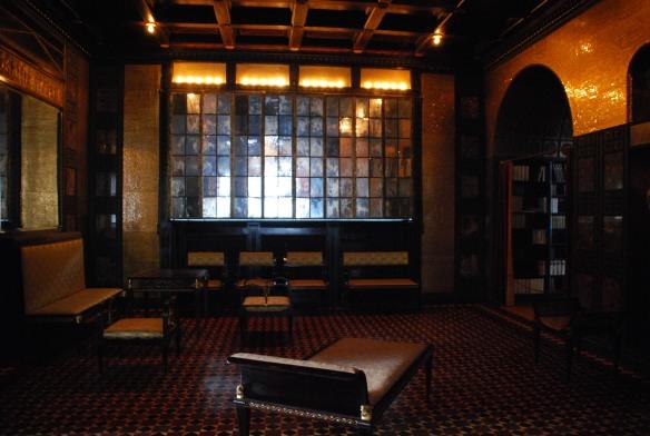 Rigueur des lignes et riches matériaux du salon de la Villa Stuck.