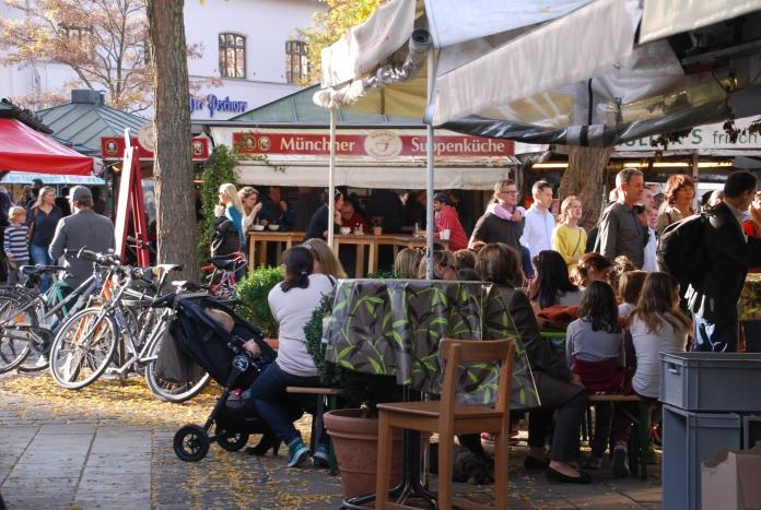 Moment de détente et de convivialité au Viktualienmarkt.