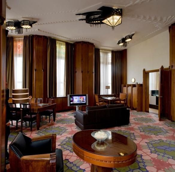 Salon confortable et ambiance opulente de l'Hôtel Amrâth à Amsterdam. Crédit photo Hôtel Amrâth.