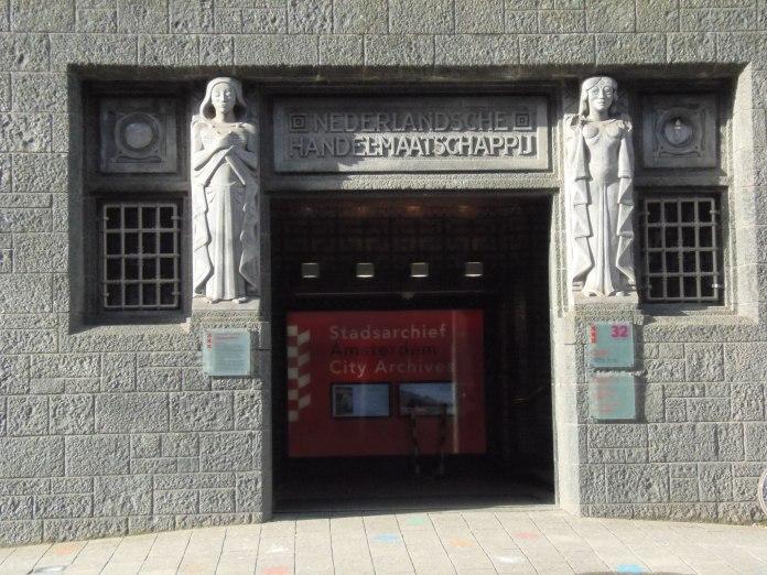 Entrée des Archives municipales d'Amsterdam.