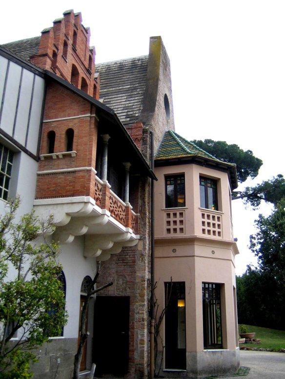 Balcon couvert, tourelle et pignons dentelés de la Casina delle Civette.