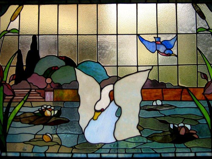 Paysage lacustre du Laboratorio Picchiarini dans la salle de bains des invités.