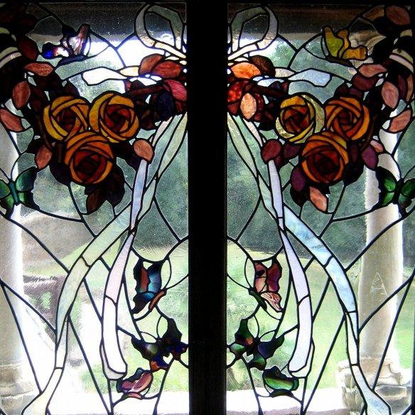 Morceau de vitrail du balcon des roses par Paolo Paschetto.