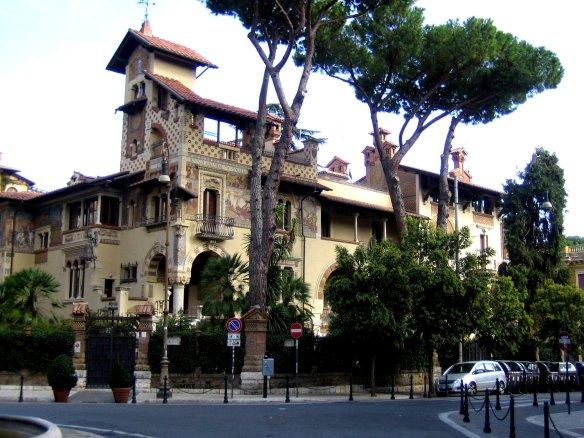 La villa des fées, Quartier Coppedè.