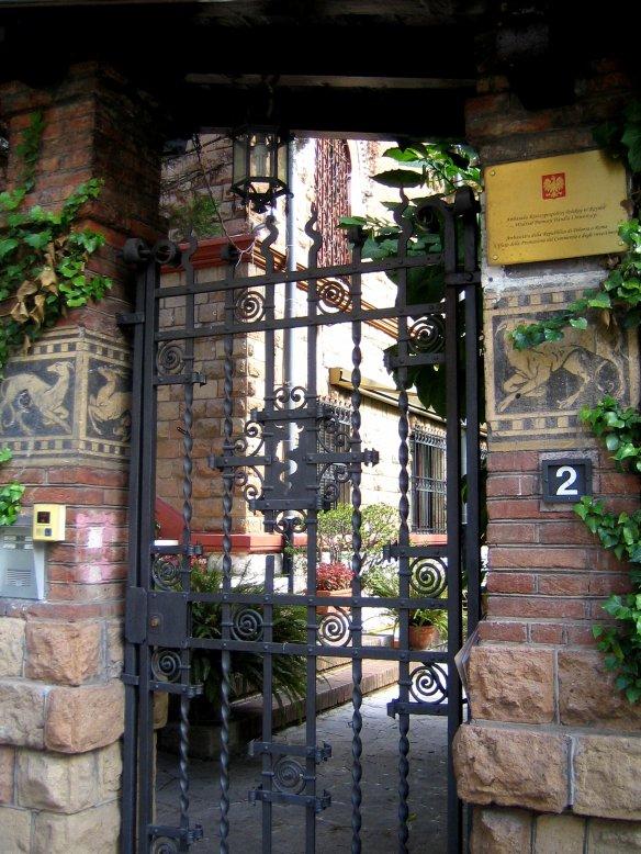 Portillon d'un jardin du quartier Coppedè.