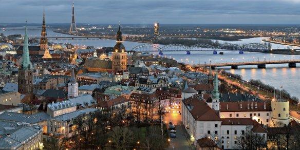 Perspective de Riga la nuit et de la Dogava. Crédit photo Rigas mezi.