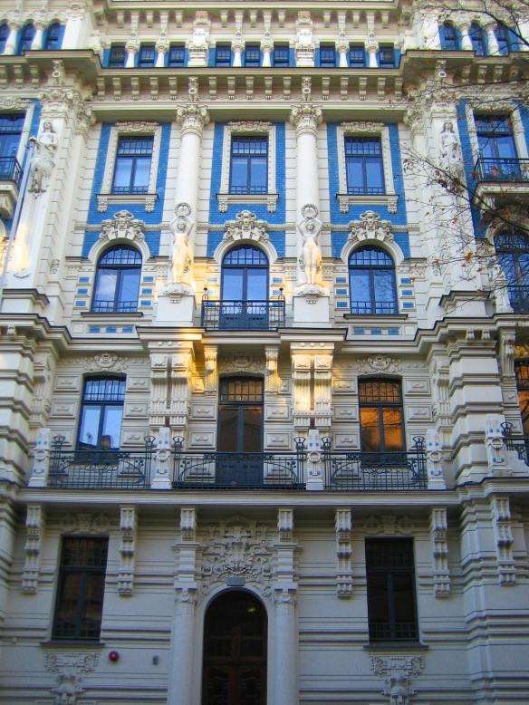 Façade ornée de sculptures du quartier Art nouveau de Riga.