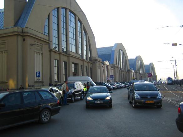 L'enfilade des anciens hangars à dirigeables qui abrite le marché de Riga.