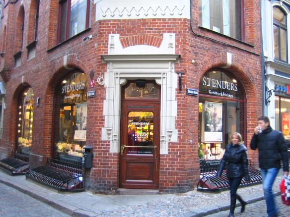 Le magasin Stenders de la vieille ville (Riga).