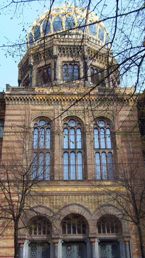 La coupole dorée de la Nouvelle Synagogue (Berlin).