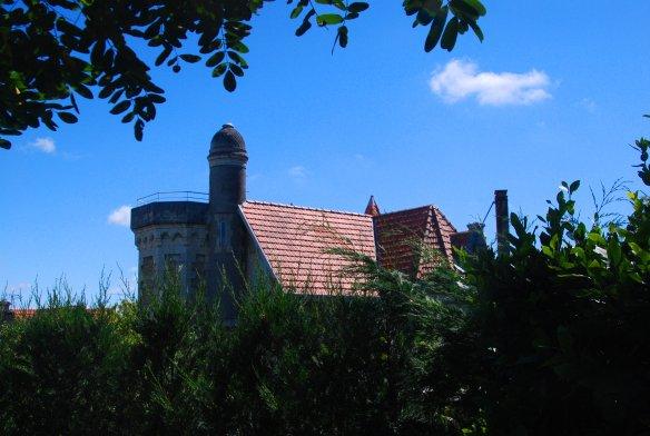 """Arrière de la Villa Faust. C'était au départ un """"chalet de type H"""", selon la typologie de la Ville d'Hiver, transformé en petit château pour Charles Gounod."""
