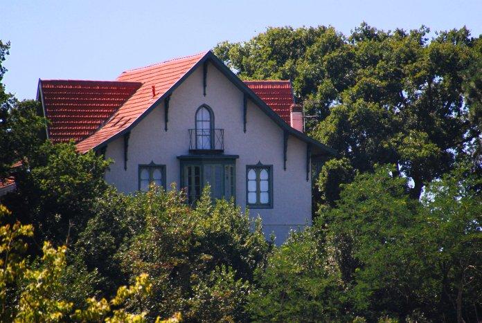 La Villa Montretout a une position stratégique et domine Arcachon.