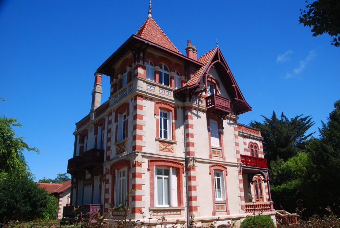 La Villa Teresa de style hispano-mauresque est considérée comme la construction la plus représentative des avancées architecturales de l'époque.