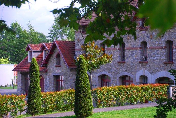 Les anciennes écuries du Bellevue (Salies-de-Béarn).