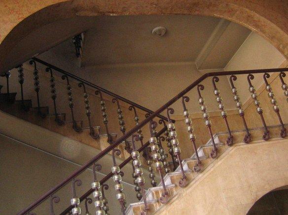 Escalier partant  du premier étage de la Bourse du Travail de Bordeaux.