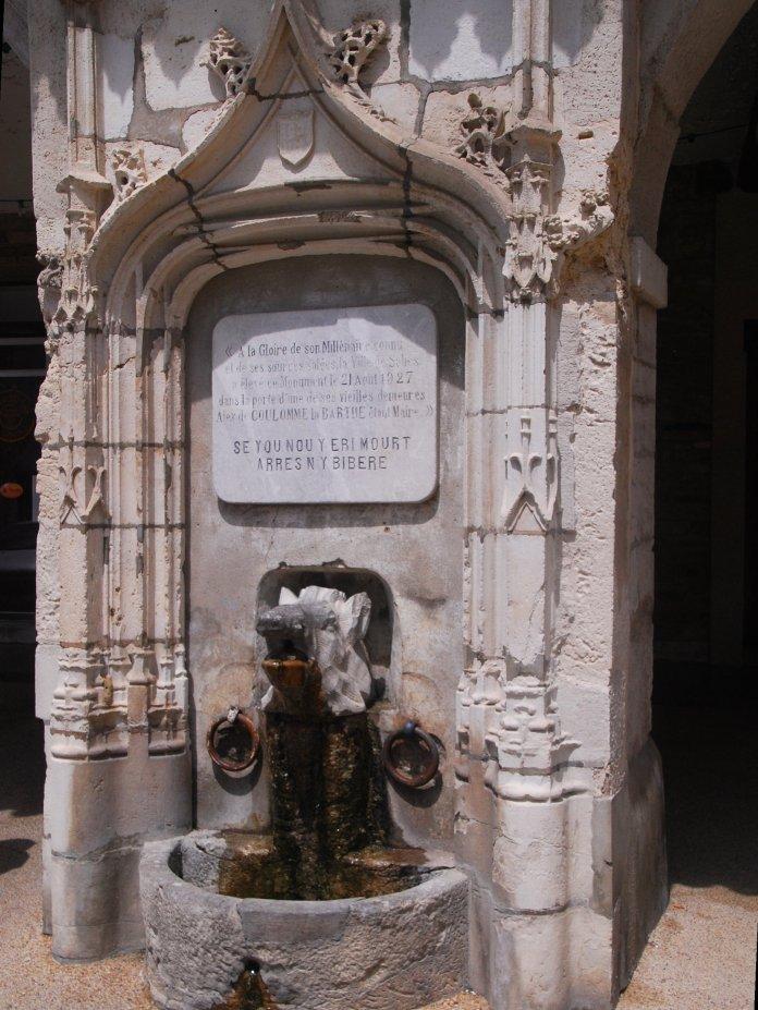 La fontaine au sanglier de Salies-de-Béarn.