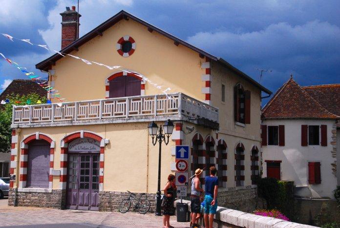 Le bâtiment des parts-prenants de Salies-de-Béarn.