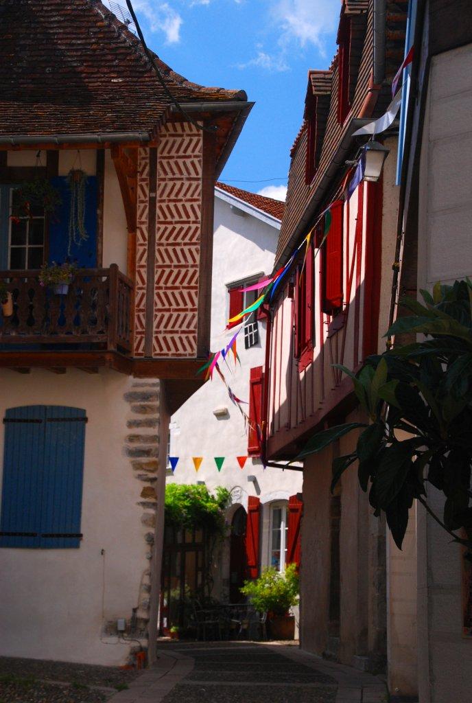 Petites ruelles protégées de Salies-de-Béarn.