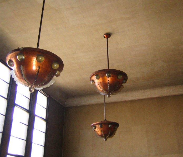 Suspensions au premier étage de la Bourse du Travail de Bordeaux.