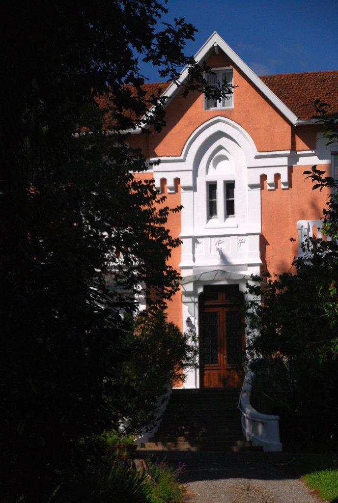 A l'abri des arbres, une villa du lotissement de Salies-de-Béarn.