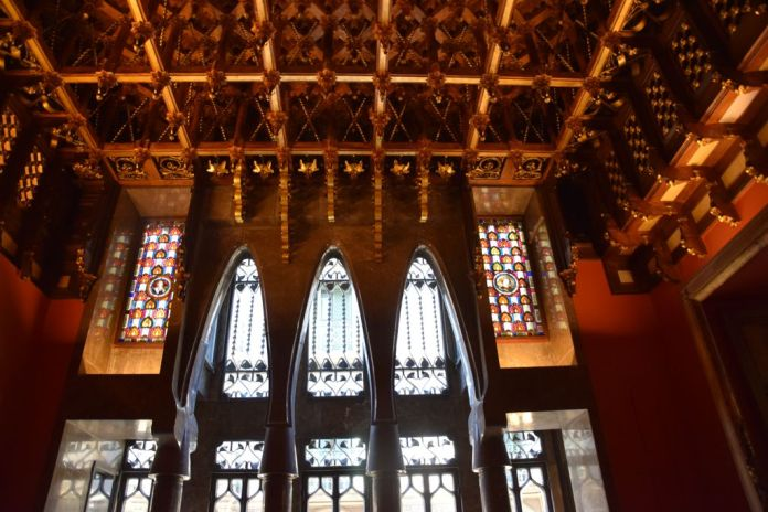 plafond Palais Güell Barcelone Barcelona