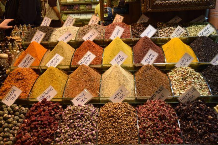 Bazar égyptien Istanbul couleurs