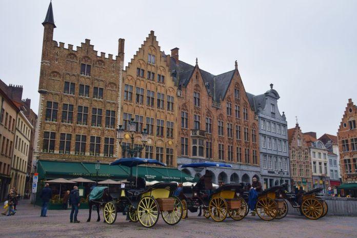 Calèches Bruges Brugge Grand Place