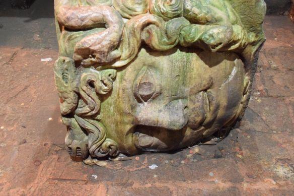 tête de méduse côté citerne basilique Istanbul