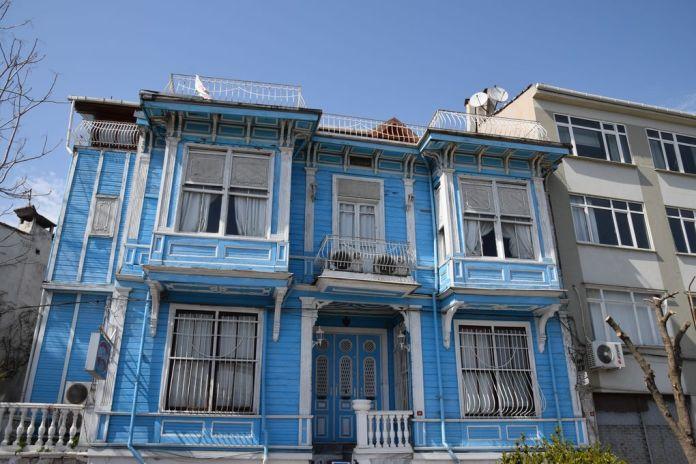 maison bois abandonnée Istanbul