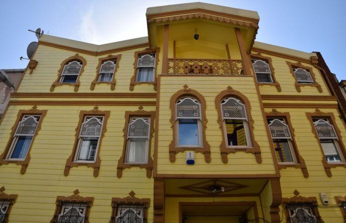 couleurs contrastées maisons bois Istanbul