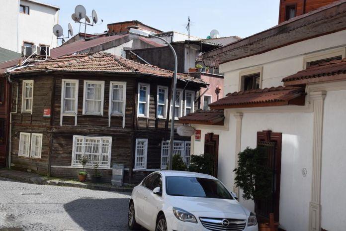 maison angle bois istanbul