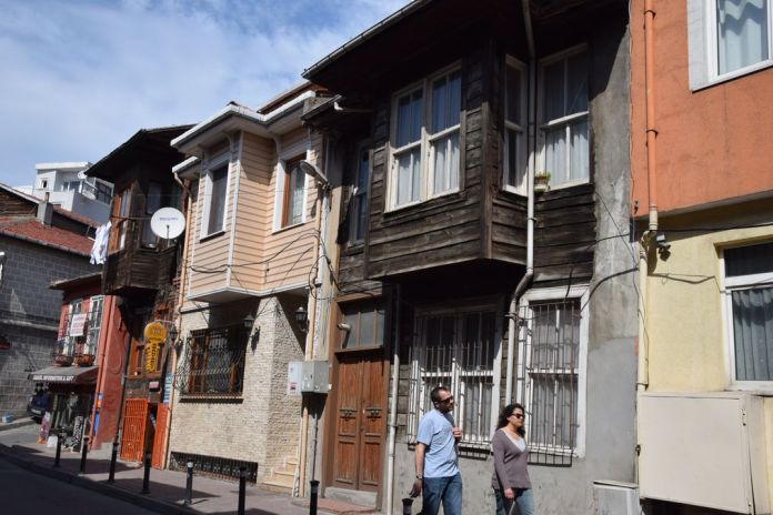 bois en hauteur istanbul