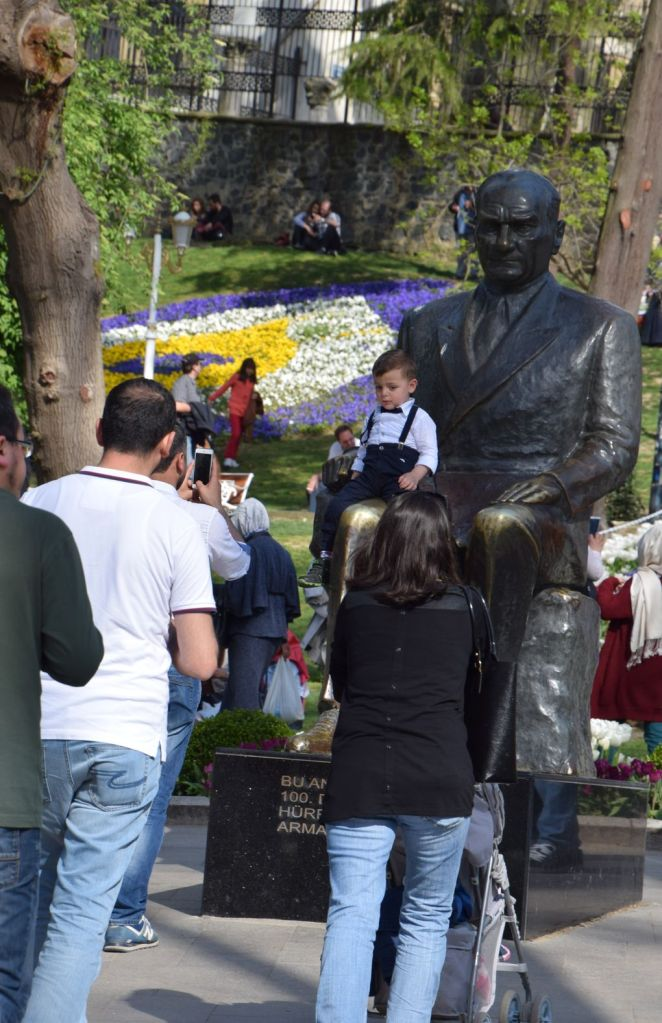 statue atatürk istanbul