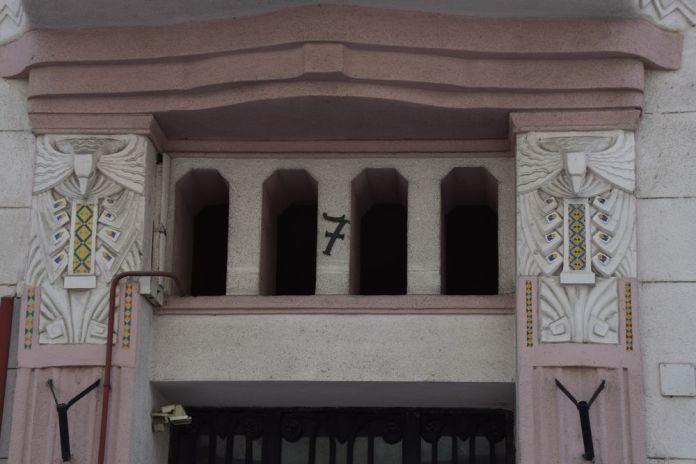 mosaïque maison rose Budapest Hongrie Hungary
