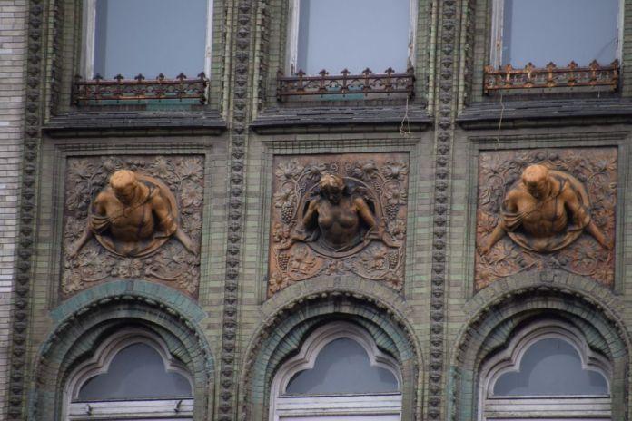 détail façade galerie Parizsi Budapest Hongrie Hungary