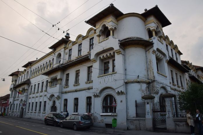 école normale grecque catholique Oradea Roumanie loggias