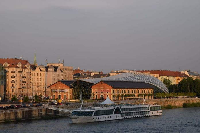 La Baleine soleil Budapest Hongrie Hungary