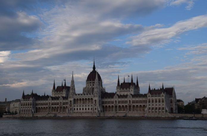 parlement façade Budapest Hongrie Hungary