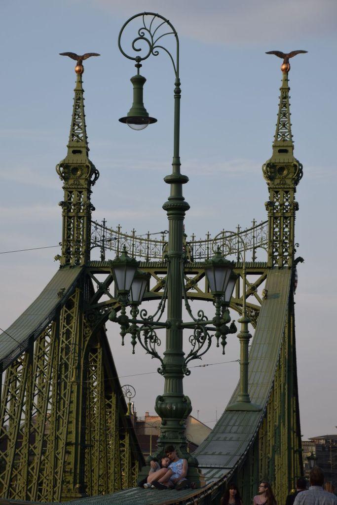 amoureux pont de la liberté Budapest Hongrie Hungary