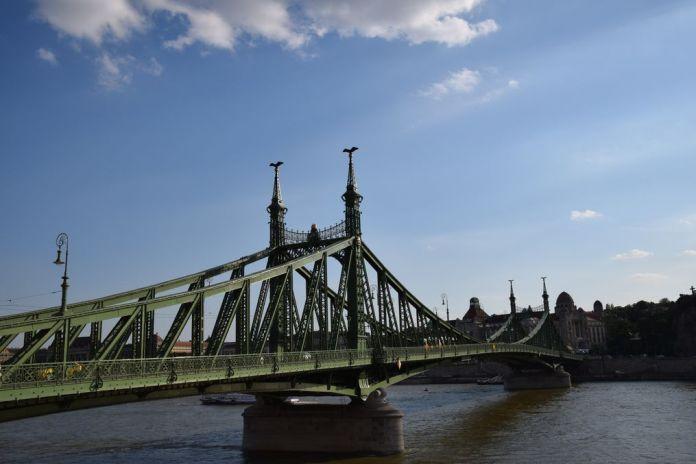 pont de la Liberté reconstruit Budapest Hongrie Hungary