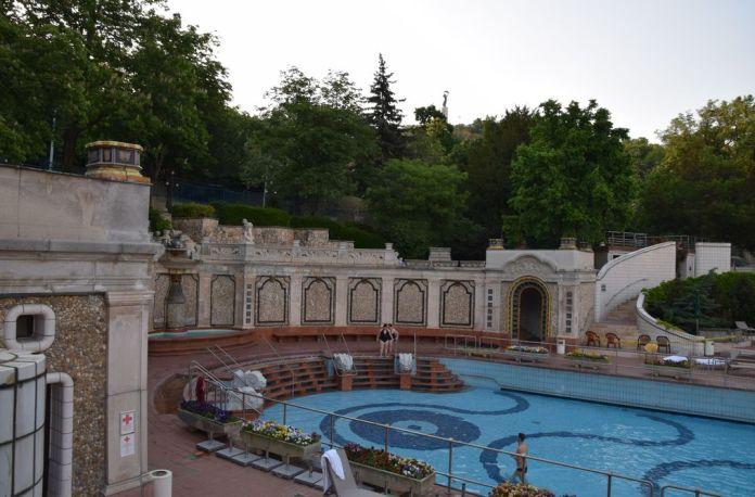 bassin extérieur bains gellert budapest Hongrie Hungary