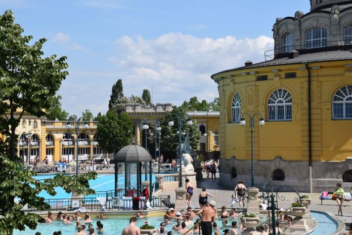 bassins bains Szechnyi Budapest Hongrie Hungary
