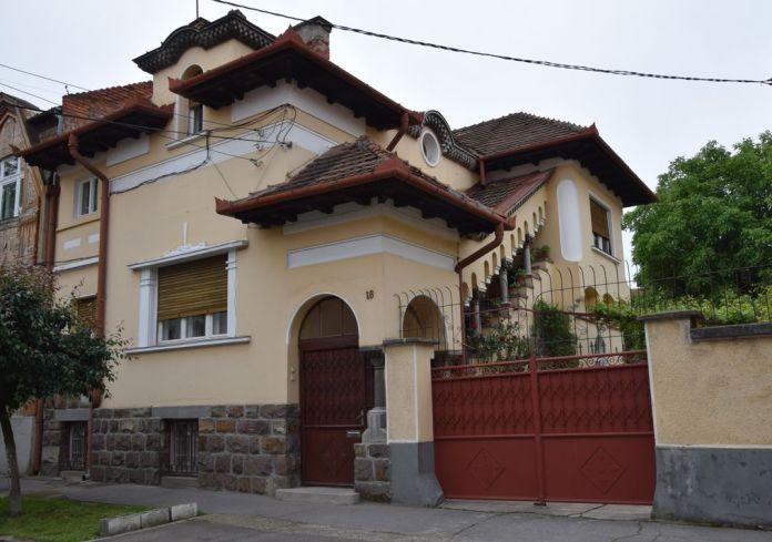 toits galerie à colonnes Oradea Roumanie