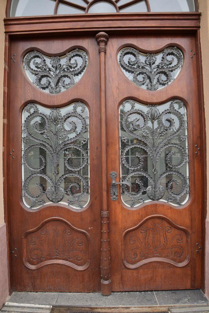 porte Aigle noir Oradea Roumanie